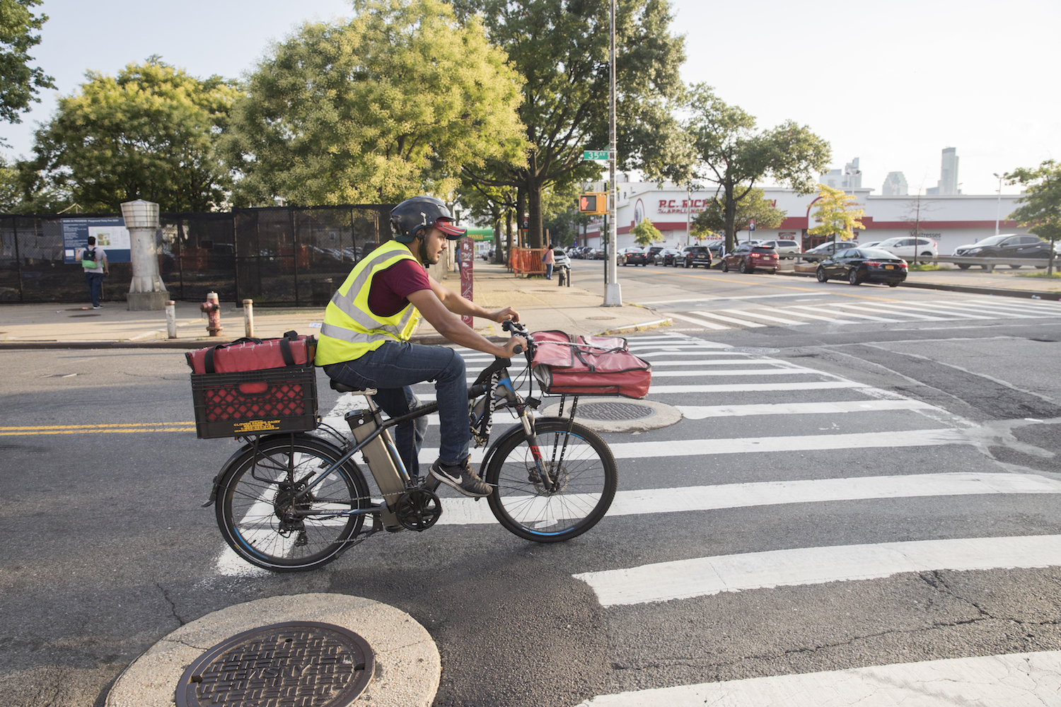 Bike Delivery People Is One Of The Most Underpaid And Dangerous