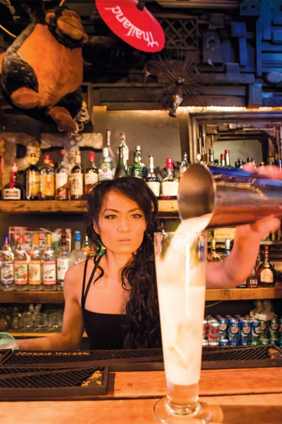 Pouring a Tom Yum cocktail at Pata Paplean and The Coop's pitchers of Starberry makgeolli and mangho soju.