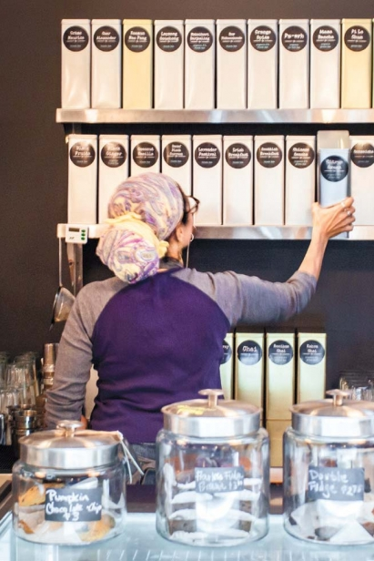 Kafia Saxe preparing tea at Communitea.